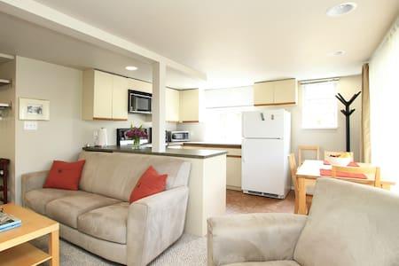 Fantastic Lower Lonsdale Suite - North Vancouver - Hus