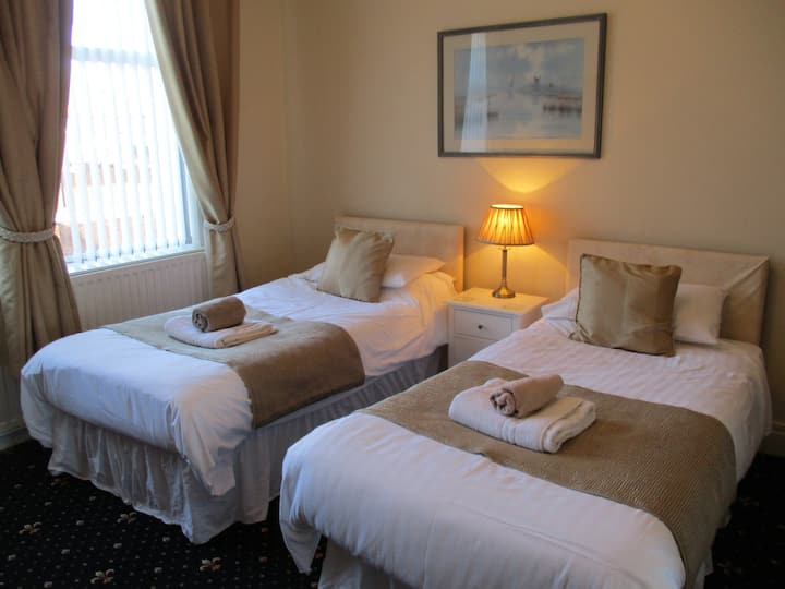 Mayfield guesthouse,twin en suite room