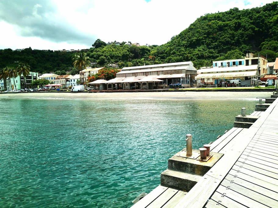 Le bourg de Saint-Pierre et son Marché sont animés (commerces et événements festifs).  La plage y est praticable environ 350 jours par an.