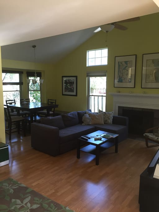 4 person 1 5 bath house houses for rent in ann arbor for Bath house michigan