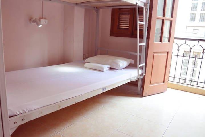 $5/ Dorm bed ( Balcony city view) - Hoan Kiem - Dorm