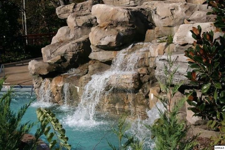 2 Bedroom Luxurious Condo! Discounts in March! - Pigeon Forge - Flat