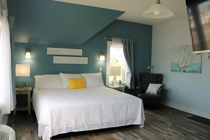 Upper King Suite (Silver Lining Inn)