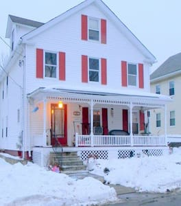 Bright room in charming colonial home. - Marlborough - Haus