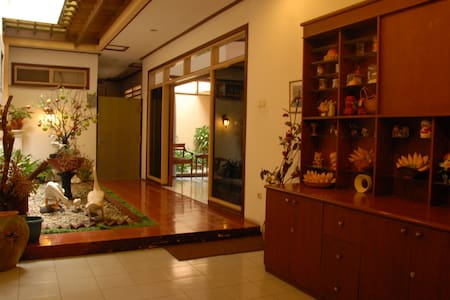Pondok Asri Family Guest House the best place to stay in Surabaya .