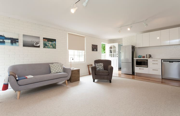 Newly renovated Self-contained Unit - Killara