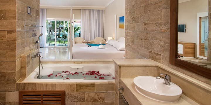 V.I.P Luxury OceanView Suite at Lifestyle Resort