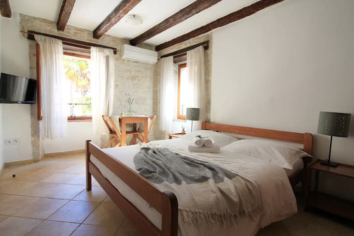 Old Town studio in a house with a sea view
