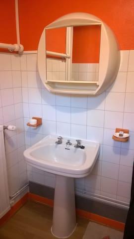 Salle d'eau attenante à la chambre familiale