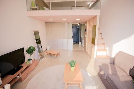 Josh's Duplex Apt - Gangnam Station - Seocho-gu