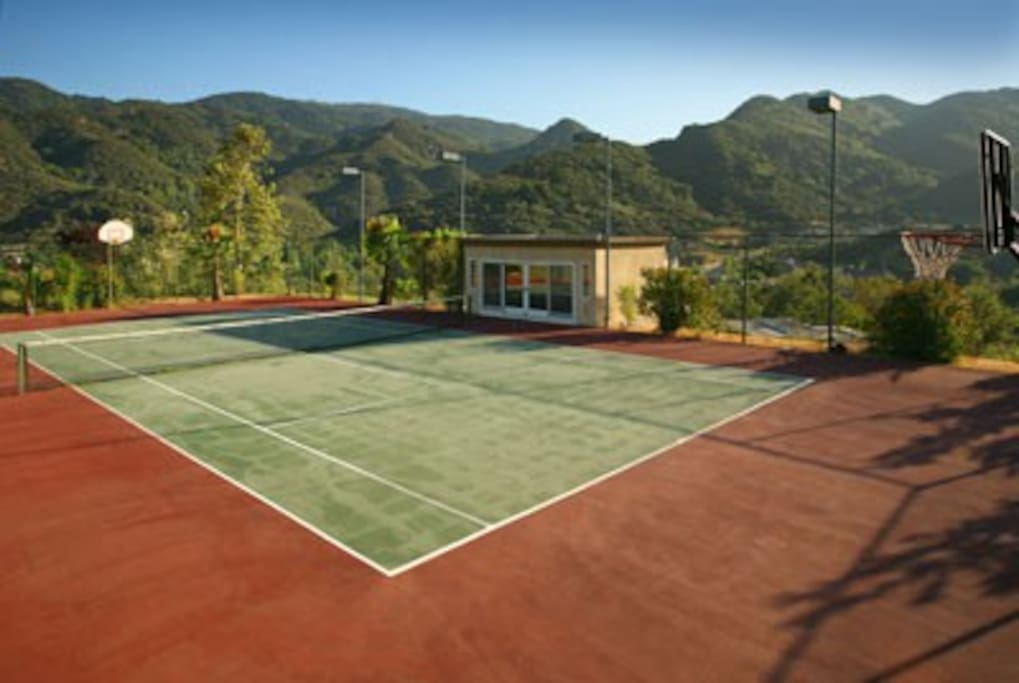 Championship size North-South tennis court with guest casita, sleeps 3