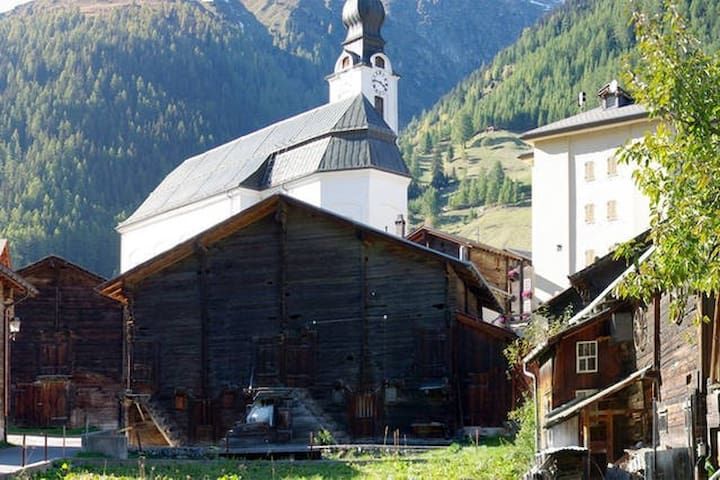 Loft appartment in the Alps - Reckingen-Gluringen