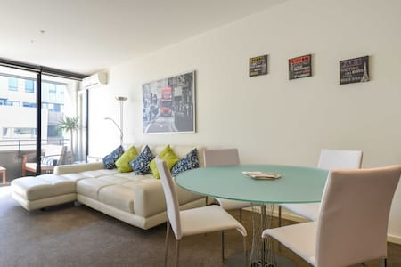 Top Spot with Pool, Gym & Wifi - Port Melbourne - Departamento
