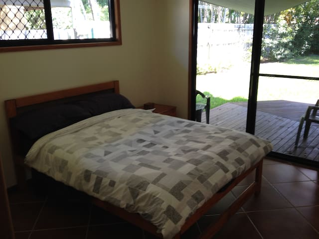 Clean and tidy room in quiet beach location - Yorkeys Knob