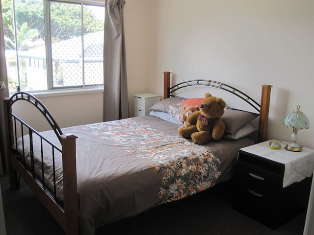 Comfortable Accommodation near to train and bus