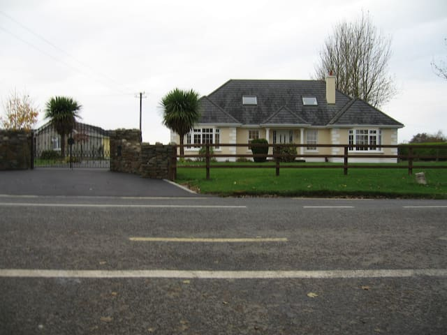 Irish Country Home - Kildare - Huis