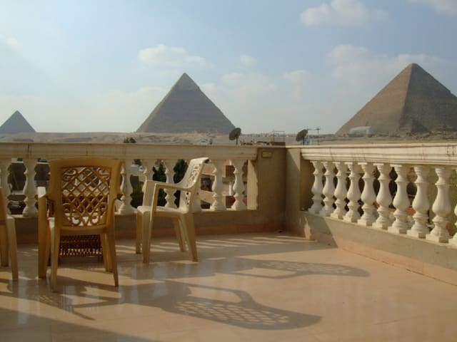 Pyramids View 2 bedrooms apartment - Cairo - Departamento