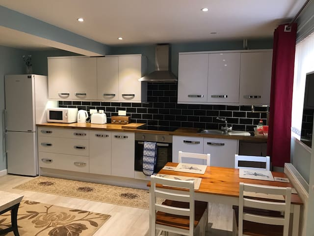 Spacious 3-bedroom house, fully furnished. Oxford