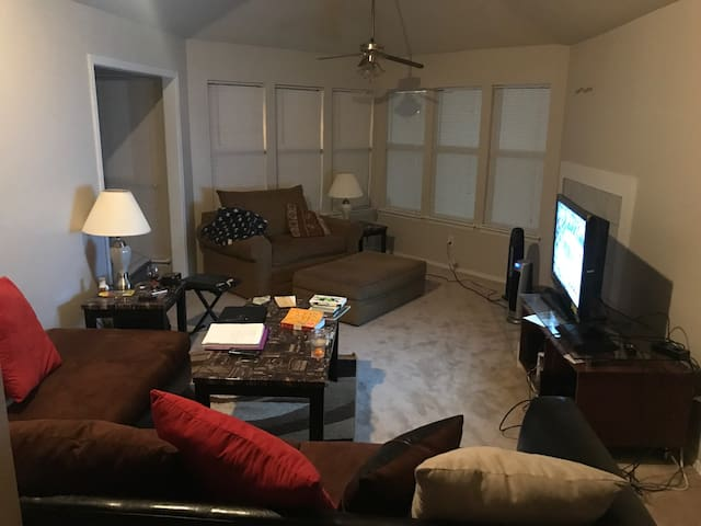Your home away from home right in Norcross!! - Norcross - Apartamento