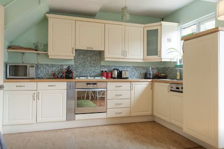Entire House with parking and garden! *rare find - Drimnagh - 独立屋