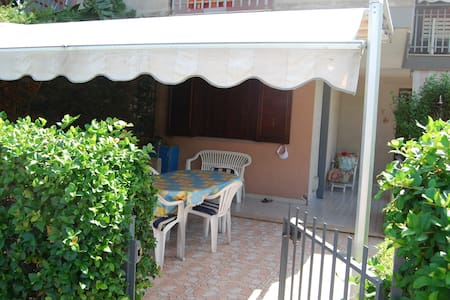 Cozy house with garden - Talo