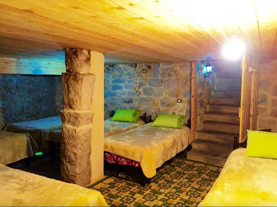 The room (6 beds)