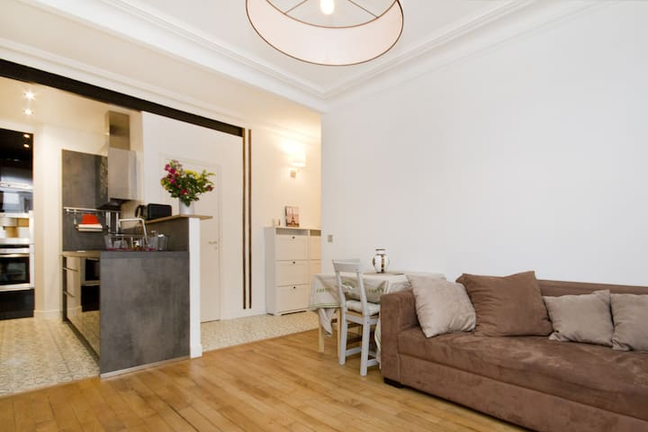 The perfect location in Montmartre (2 Bedrooms)