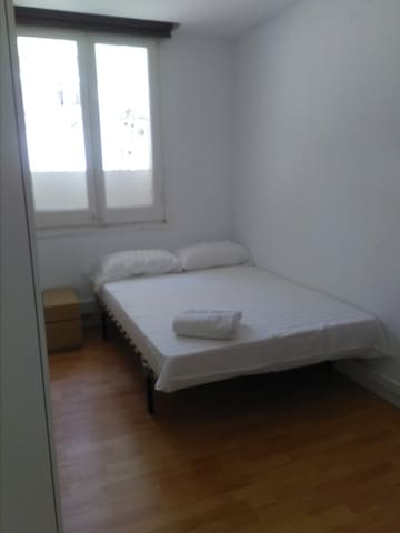 room in Eixample central apartment
