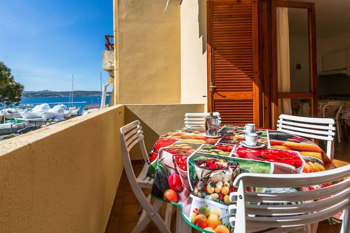 Beautiful Apt. seaview wifi parking