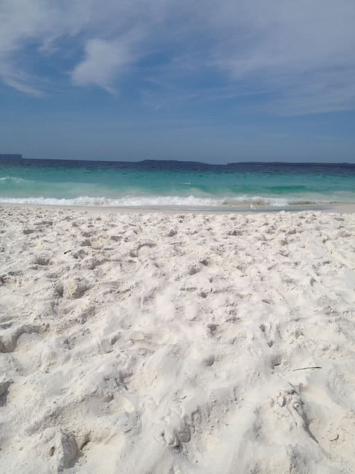 Beautiful Hyams beach. Whitest in the world !!! 7 mins drive