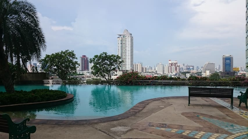 Heart of Bangkok with huge space (3 bedsrooms)