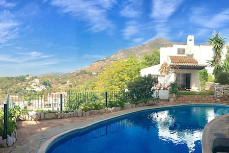 Villa with pool & stunning views of the Costa - Mijas
