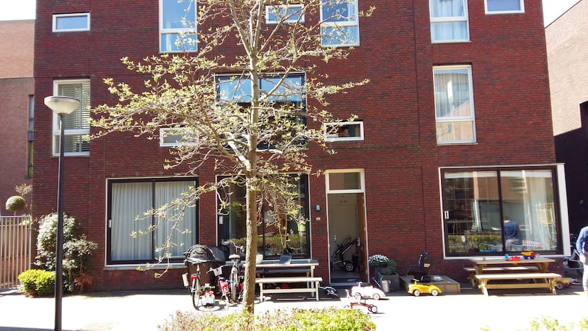Spacious Family Home with garden and parking - Amsterdam - House