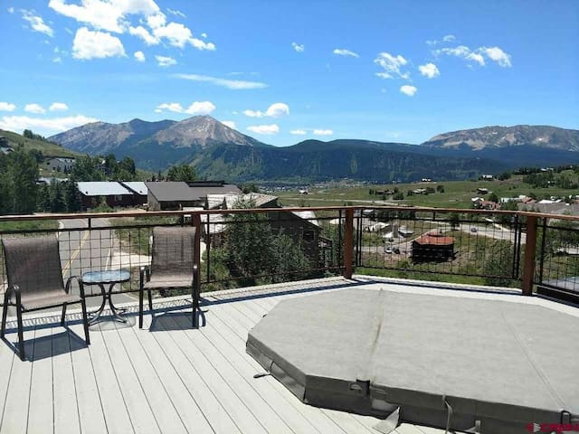 Deck area with 10 person hot tub and amazing views.