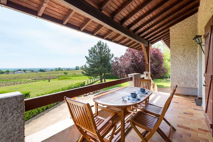 Chambre et Petits-Déjeuners dans le Beaujolais - Blacé - Villa