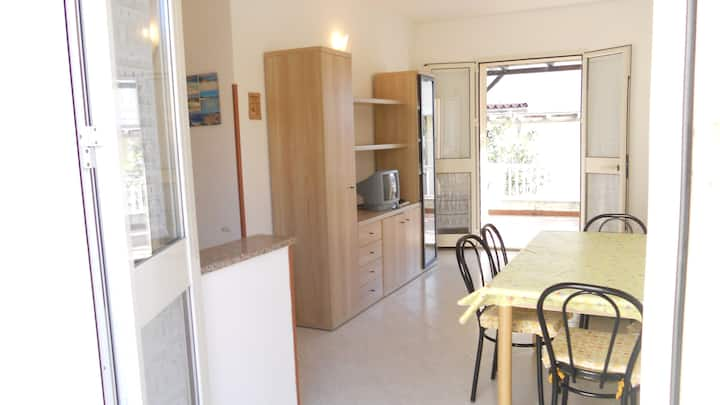2 bedrooms flat with terrace for dine al fresco