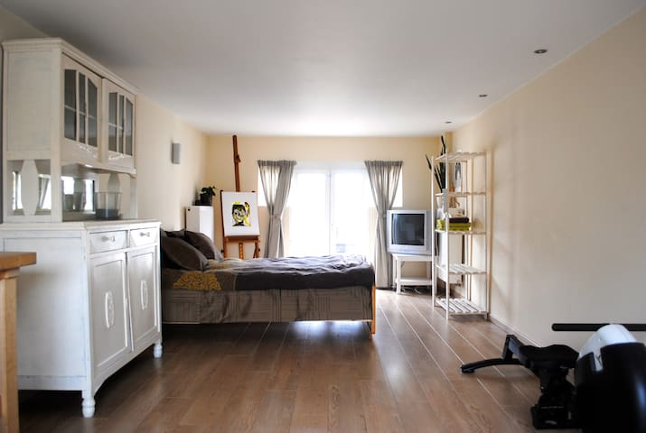 Spacious studio near Bruges / Ypres - Roeselare - บ้าน