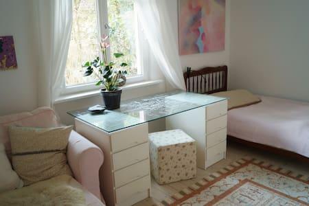 Ruhiges EG-Zimmer im Einfamilienhaus - Hamburg - Casa