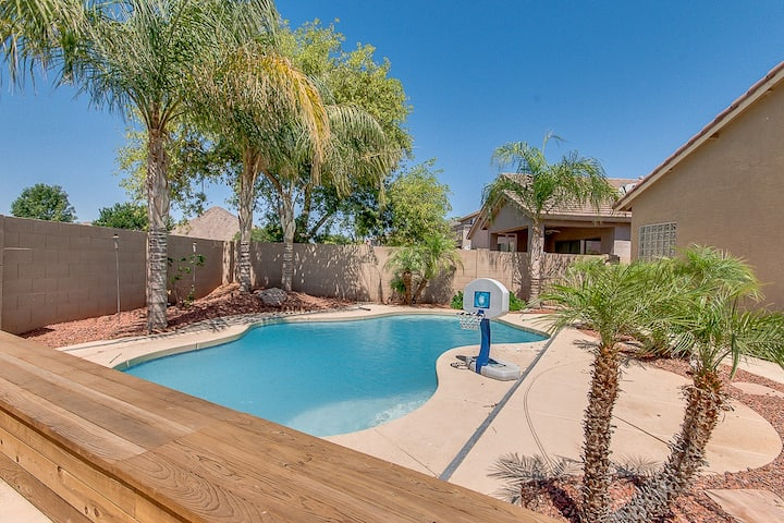 Heated Pool Home on Corner Lot with Lots of Privacy! 30 Night Minimum!