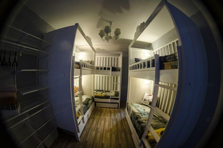 У каждой постели индивидуальные розетки и освещение!