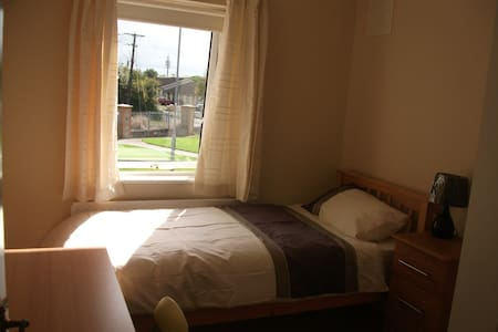 Single room close to the Phoenix Park - Palmerstown - Hus