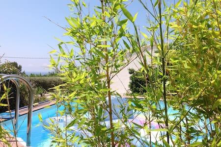 Bandol : maison avec piscine vue mer, proche plage