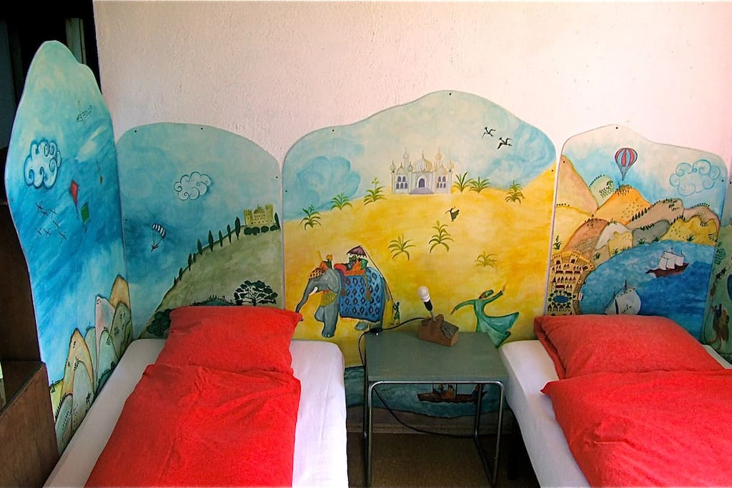 Childrens bed corner