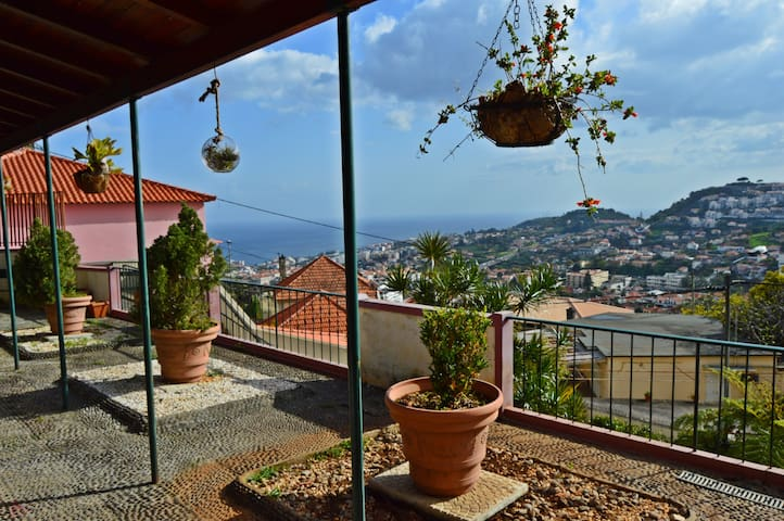 Funchal Charming Villa for 2 at 4 Pers. - Funchal - Dům