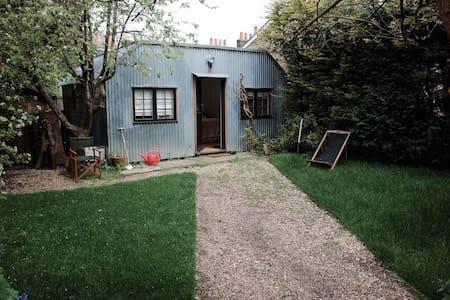 Silver Eco Cabin - London - Blockhütte