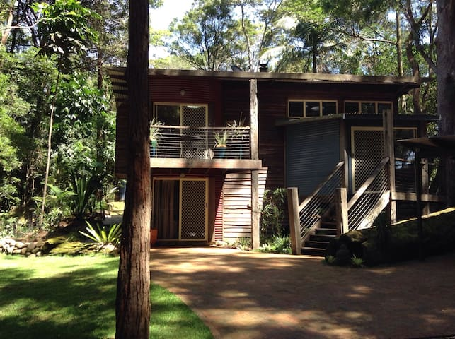 Unique Eco House in Rainforest - Springbrook - Bed & Breakfast