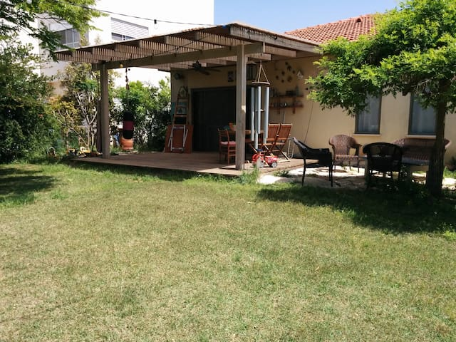 Our lovely kibutz family home - Revadim - Casa