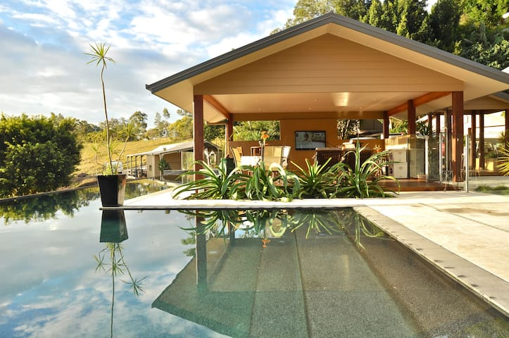 Luxury Gold Coast Hinterland Villa - Mount Nathan - วิลล่า