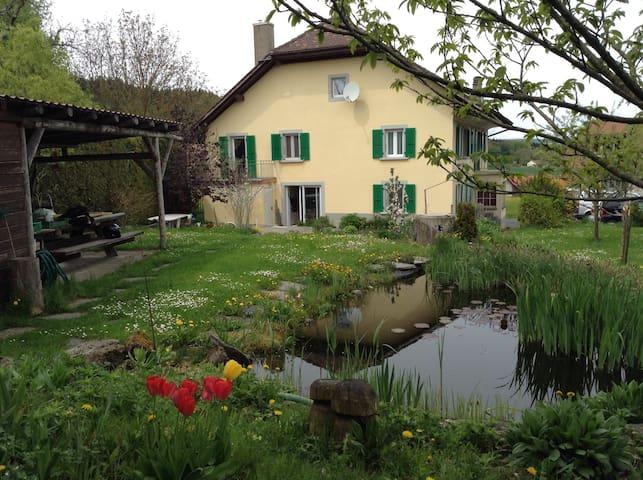 Chambre dans maison villageoise - Vucherens