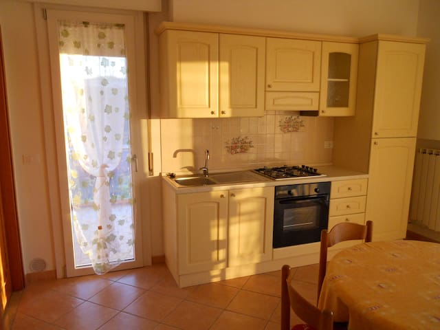 Cozy apartment with private parking and beach. - Lido di Jesolo - Apartemen